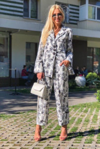 Пижамный стиль в одежде: модные тенденции 2019 - 2020, с чем носить, 70 фото образов