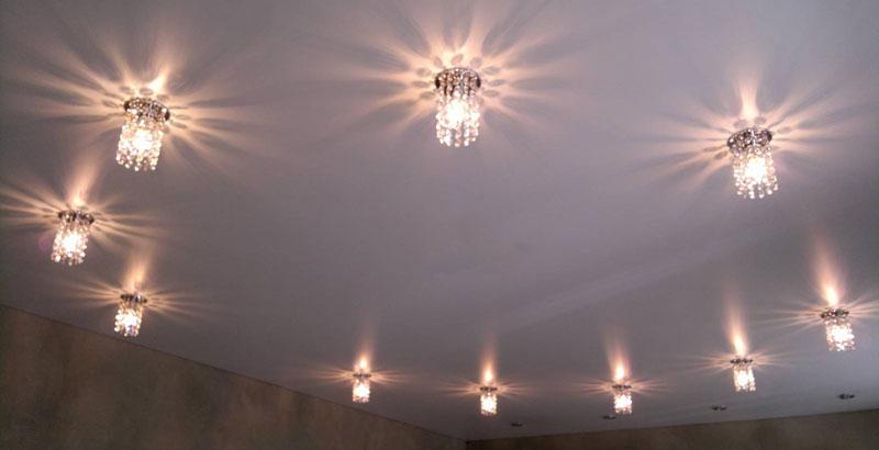 Рейтинг ТОП 7 лучших точечных светильников для натяжных потолков