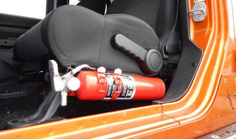 куда можно крепить огнетушитель для авто